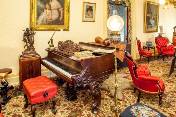 Villa Parlor